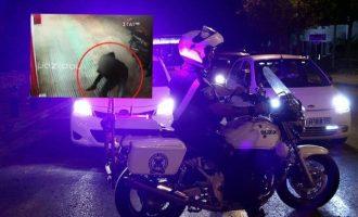 Ντοκουμέντο: Η στιγμή του φρικτού εγκλήματος με το σπασμένο μπουκάλι στο κέντρο της Αθήνας (βίντεο)
