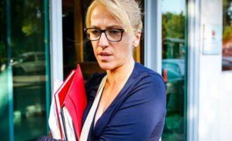 Ρένα Δούρου: Δεν κάνουν κριτική αλλά συκοφαντούν – Δεν πλήττουν ένα πρόσωπο αλλά τη Δημοκρατία