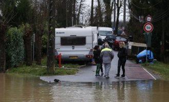 Δύο νεκροί από τις καταρρακτώδεις βροχές στη Γαλλία