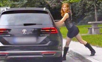 Γερμανίδα ηθοποιός έκανε στριπτίζ στη μέση του δρόμου – «Έφαγε» πρόστιμο 1.200 ευρώ (βίντεο)