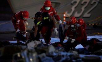 Πολύ κοντά στον εντοπισμό της ατράκτου του μοιραίου Boeing στην Ινδονησία – Αγωνία για τα μαύρα κουτιά