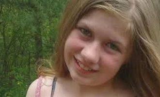 Αγνοείται 13χρονη μετά τη δολοφονία των γονιών της μέσα στο σπίτι τους