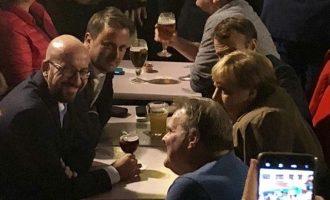 Το «έτσουξαν» σε μπαρ Μέρκελ-Μακρόν – Ποιος… πλήρωσε το λογαριασμό