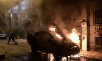 Επίθεση με μολότοφ στο Α.Τ. Ομονοίας – Δύο αστυνομικοί ελαφρά τραυματίες