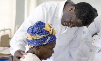 Ο γυναικολόγος Μουκουέγκε έμαθε ότι βραβεύτηκε με το Νόμπελ Ειρήνης ενώ χειρουργούσε
