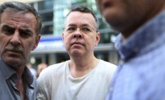 Ο Τούρκος εισαγγελέας είπε να αφεθεί ελεύθερος ο πάστορας – Μάρτυρες άλλαξαν τις καταθέσεις τους