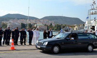 Τελευταίο αντίο στον «ήρωα του Αιγαίου» που έσωσε πάνω από 5.000 πρόσφυγες