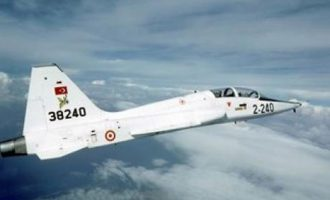 Νέα τουρκική πρόκληση: Εκπαιδευτικό αεροσκάφος πέταξε πάνω από τη νήσο Παναγιά