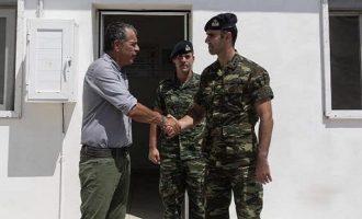 Oι Τούρκοι εγκαλούν τον Θεοδωράκη για παραβίαση συνόρων γιατί επισκέφθηκε το Αγαθονήσι