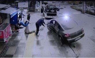 Αυτοκίνητο χτυπά οδηγό βαν που μόλις είχε τρακάρει με τον ίδιο τρόπο (βίντεο)