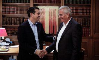 Συνάντηση Τσίπρα-Κυπριανού: Λύση του Κυπριακού μόνο μέσω ουσιαστικών διαπραγματεύσεων