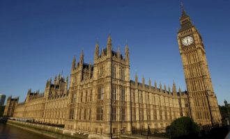 Brexit: Δύο προτάσεις προς ψήφιση στην έκτακτη συνεδρίαση του Σαββάτου στη Βουλή