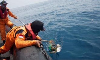 Ανέσυραν ένα από τα μαύρα κουτιά του μοιραίου αεροσκάφους στην Ινδονησία