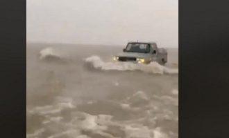 Η έρημος μετατράπηκε σε θάλασσα στη Σαουδική Αραβία (βίντεο)