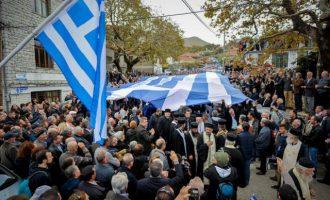 Η Αλβανία απαγόρευσε την είσοδο σε 52 Έλληνες που βρέθηκαν στην κηδεία του Κατσίφα
