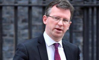 Βρετανός υπουργός: Καμία συμφωνία που διαχωρίζει τη Β. Ιρλανδία από το Ηνωμένο Βασίλειο