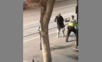 Τρομοκρατικό χτύπημα η επίθεση σε δρόμο της Μελβούρνης – Νεκρός ο δράστης