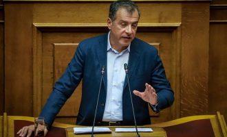 Θεοδωράκης: Αμυράς και Ψαριανός έφυγαν κατ' εντολή της Ν.Δ.- Τι είπε για το πολιτικό του μέλλον