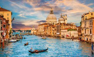 Πρόστιμα σε ιερόδουλες και μεθυσμένους τουρίστες επιβάλλει η Βενετία