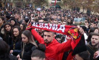 Στην Αλβανία δεν θέλει να μείνει άνθρωπος – Το 60% του λαού της θα μετανάστευε «τώρα»