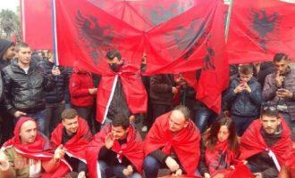 Εθνοτική σύγκρουση στη Βόρεια Ήπειρο στήνουν Αλβανοί εθνοϊσλαμιστές – Καλούν σε συλλαλητήριο στο Αργυρόκαστρο