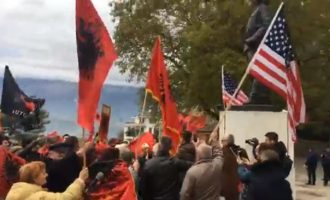 «Άπατο» το αλβανικό εθνοϊσλαμικό συλλαλητήριο έξω από το Προξενείο μας στο Αργυρόκαστρο – Ούτε 100 γραφικοί