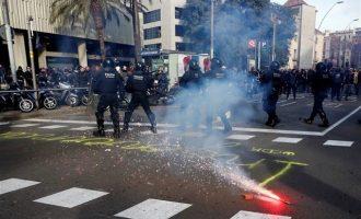 Σε θέσεις μάχης διαδηλωτές στην Καταλονία λόγω επίσκεψης Ισπανών υπουργών
