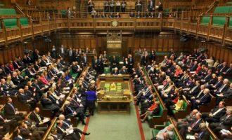 Προς πρόωρες εκλογές η Βρετανία – Κρίσιμη ψηφοφορία στη βρετανική Βουλή