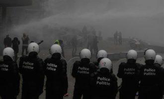 Πάνω από 90 προσαγωγές για τα επεισόδια στις Βρυξέλλες – Ακροδεξιοί πήγαν να τα «σπάσουν» στην Κομισιόν