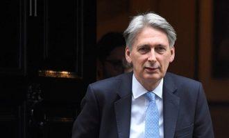 Χάμοντ: Παραιτούμαι από υπ. Οικονομικών μόλις αναλάβει ο νέος πρωθυπουργός