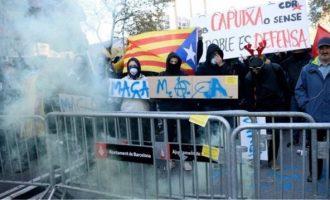 Eπεισόδια στη Βαρκελώνη: Συλλήψεις και τραυματίες στις διαδηλώσεις για το υπουργικό συμβούλιο