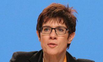 Deutsche Welle: Παιχνίδια εξουσίας στο Χριστιανοδημοκρατικό κόμμα