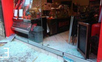Έσπασαν το μαγαζί του εργοδότη που κατηγορείται για τον ξυλοδαρμό ντελιβερά στη Θεσσαλονίκη
