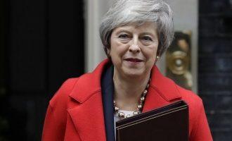 Σκληρή γλώσσα Μέι: Κάποιοι κωλυσιεργούν – Ήρθε η ώρα να υλοποιήσουμε το Brexit