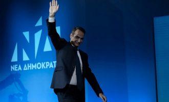 Ήρθε δεύτερος ο Μητσοτάκης: Υποσχέθηκε αύξηση κατώτατου μισθού και επίδομα για νέες οικογένειες