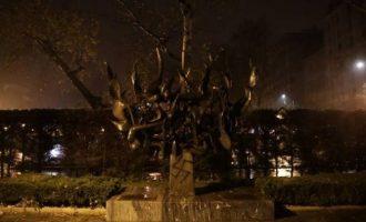 Οι πρεσβείες Ισραήλ και ΗΠΑ καταδίκασαν τη βεβήλωση του Μνημείου του Ολοκαυτώματος