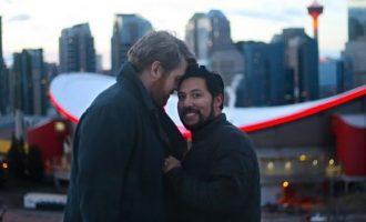 Ο δηλωμένος ομοφυλόφιλος υπουργός του Καναδά παντρεύεται τον σύντροφό του