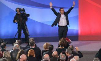 Ο Τσίπρας ηγέτης της δημοκρατικής παράταξης: «Μόνος οδηγός μας ο πατριωτισμός» με τη γαλανόλευκη στα χέρια