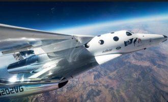 Το SpaceShipTwo της Virgin Galactic «άγγιξε» για πρώτη φορά τα όρια του διαστήματος