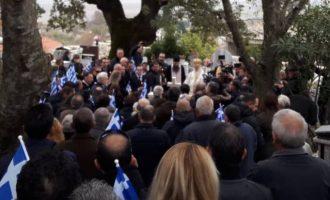 Οι Αλβανοί έχουν «περικυκλώσει» τους Βουλιαράτες με μπλόκα και ελέγχουν λίστες με ονόματα Ελλήνων
