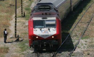 Εκτροχιάστηκε τρένο που εκτελούσε το δρομολόγιο Θεσσαλονίκη-Λάρισα