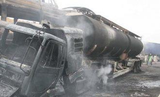 24 άνθρωποι κάηκαν ζωντανοί από φωτιά σε λεωφορείο στο Πακιστάν