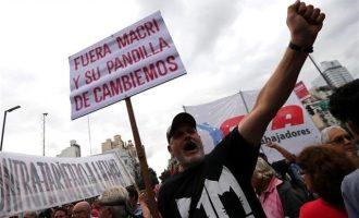 Χιλιάδες Αργεντίνοι βγήκαν στους δρόμους για τις αυξήσεις που βάζουν «φωτιά»