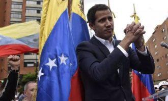Ο Γκουάιντο αποκάλυψε ότι μίλησε στο τηλέφωνο με τον Τραμπ – Τι είπε