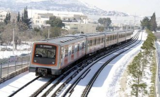 Χιόνια στην Αθήνα: Μέχρι πού φθάνει ο Ηλεκτρικός