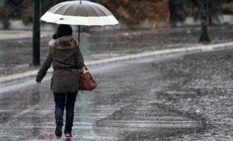 Καιρός: Διαδοχικά κύματα βροχών και καταιγίδων στην Ελλάδα