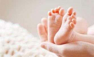 Τι συμβαίνει με αυτό το μωρό – Το αποκαλούν «τέρας» που πρέπει να πεθάνει (φωτο)