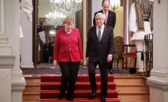 Ο Πρ. Παυλόπουλος έθεσε τις γερμανικές αποζημιώσεις στη Μέρκελ – Τι απάντησε η καγκελάριος