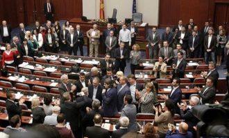 Γυναίκα βουλευτής στα Σκόπια ζήτησε να την κάνουν υπουργό για να ψηφίσει τις συνταγματικές αλλαγές