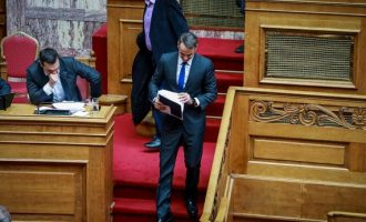 «Ο Μητσοτάκης το βάζει στα πόδια» – Όχι σε debate για τις Πρέσπες από τη ΝΔ